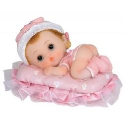 Bébé fille sur coussin