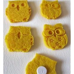 4 Hiboux en feutrine jaune...