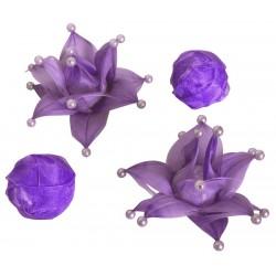 4 fleurs plumes et 3 boules...