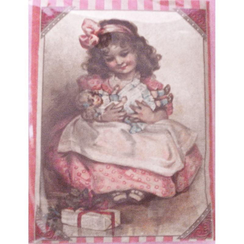 La petite fille et sa poupée