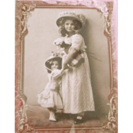 Fillette avec sa poupée